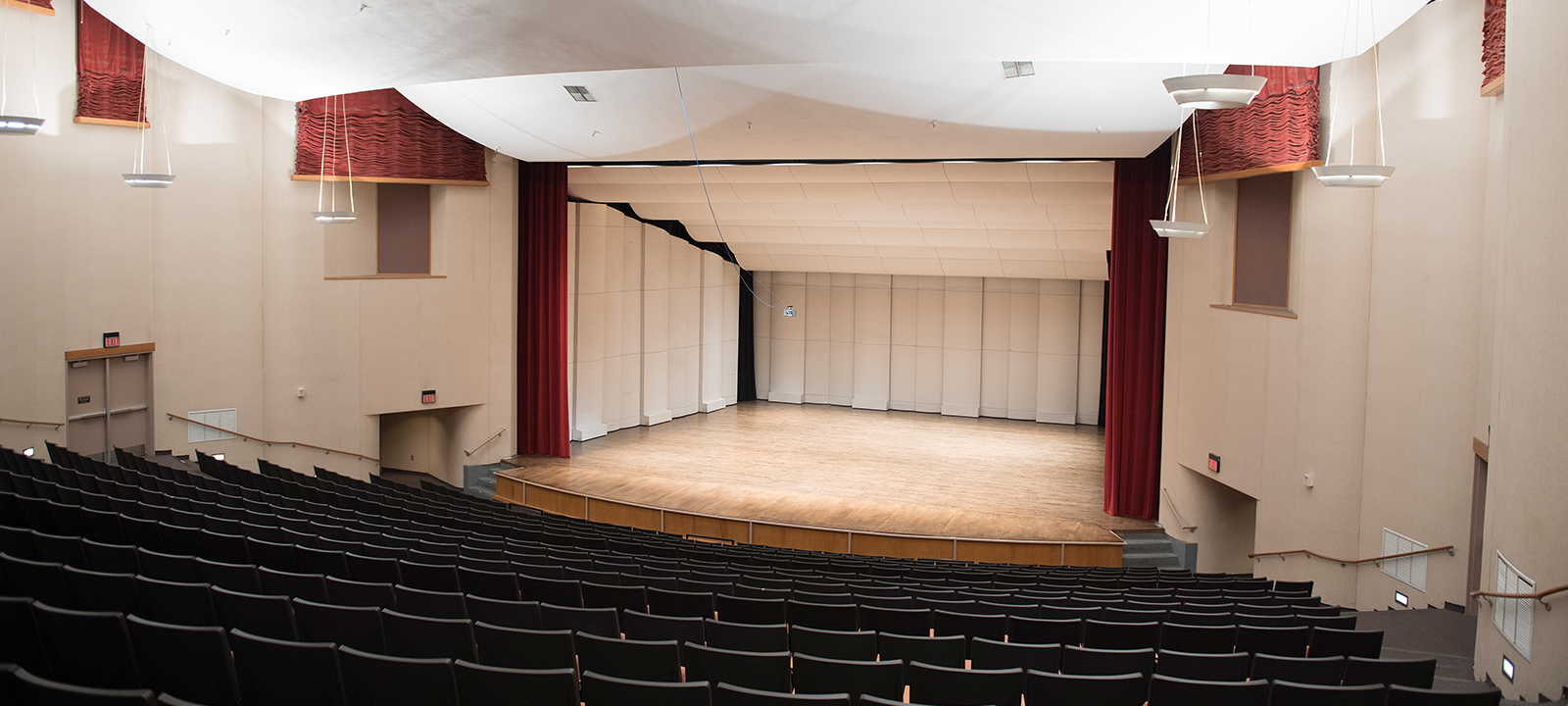 Louis J. Roussel Performance Hall, Stage